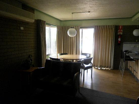 Comfort Inn & Suites Emmanuel: Loung/Dining Area