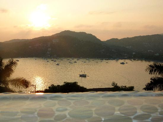 Casa Cuitlateca: sunset view over the bay