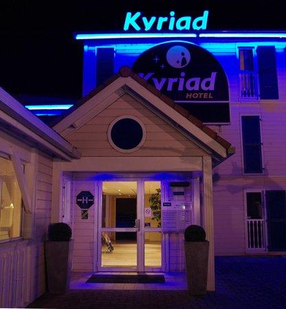 Kyriad Montauban : Entrée Kyriad hotel montauban