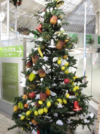 Yamanashi, Japonya: フルーツで飾られたツリー