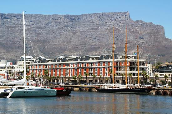 Cape Grace: Hotel from Waterfront