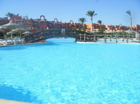 Coral Sea Waterworld Resort: big quiet pool