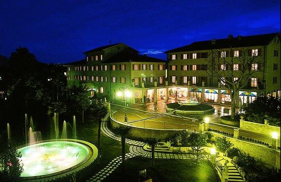 Colli Del Tronto, Italia: Foto in notturna