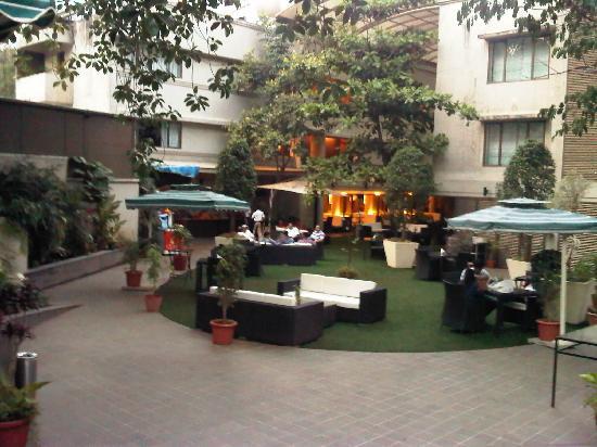 Citrus Hotel Lonavala : The lawns!