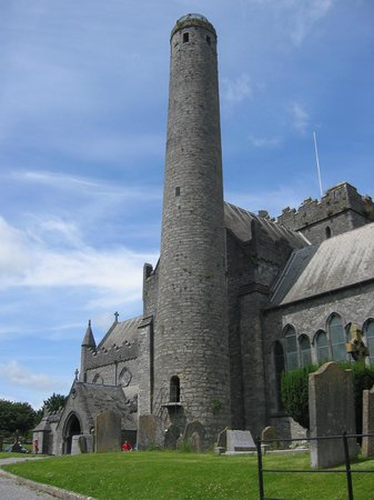 ‪St. Canice's Cathedral & Round Tower‬