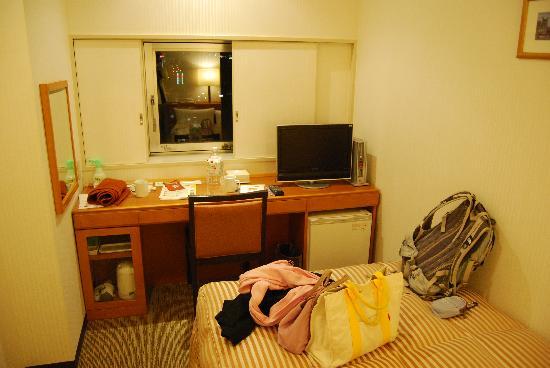 Nishitetsu Inn Kurosaki: 狭いが明るく清潔だった