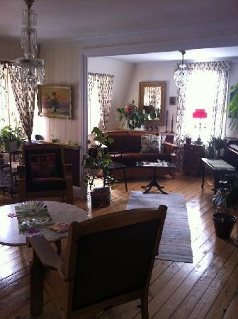 Gite Au Beau Milieu: Le salon de l'étage.