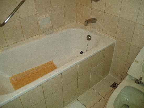Santos Hotel: バスルーム