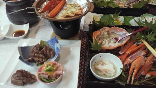 Resort Villa Hachikita: 茹でガニ、焼きガニ、但馬牛3種盛り
