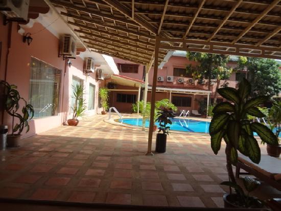 Salina Hotel: 実はプールがある。水着あれば飛び込んだ。