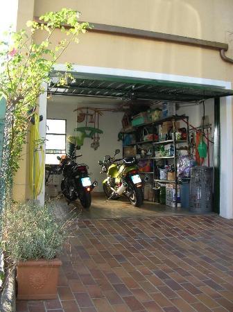 B&B Lago BLu: Garage