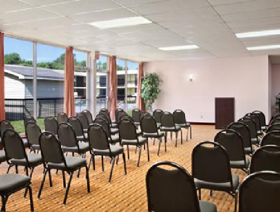 Days Inn Cave City: Conference room