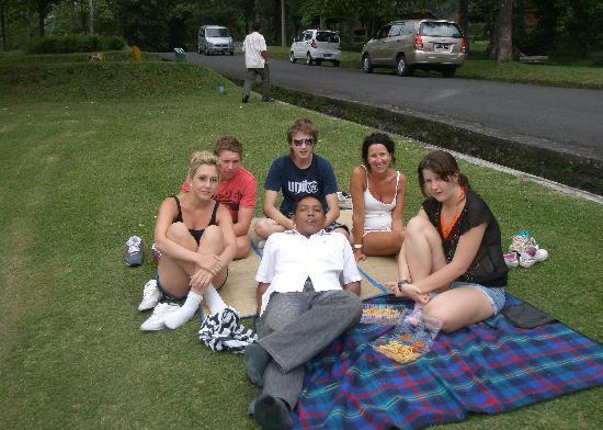 Noosa Bali Tours: Picnic at Botanical Garden