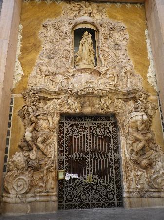 Palacio del Marqués de Dos Aguas: Portada del Palacio