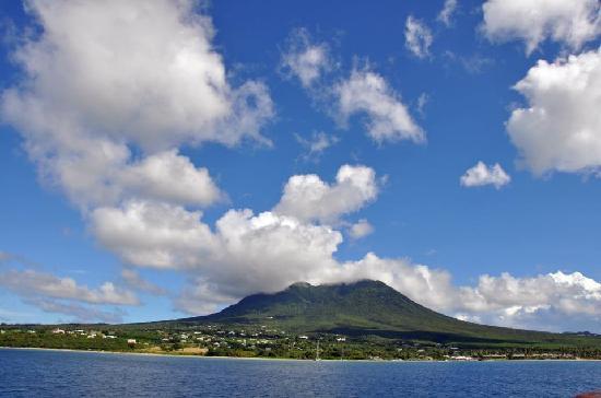 Charlestown, Nevis: Nevis...amazing island