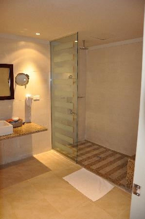 Wet room picture of sindbad aqua hotel spa hurghada for What s a wet room