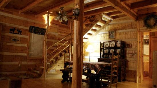 Blue Smoke Mountain Cabins: Dining room of Windrider