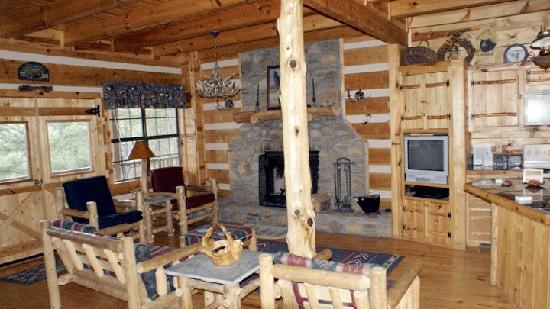 Blue Smoke Mountain Cabins: Full shot of Living Room - Windrider