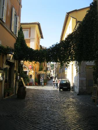 WRH Trastevere: Trastavere neighborhood