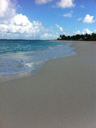 Shoal Bay Villas: Awesome Beach
