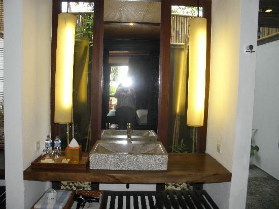 Jeeva Klui Resort: bathroom, outdoor shower to the left of photo