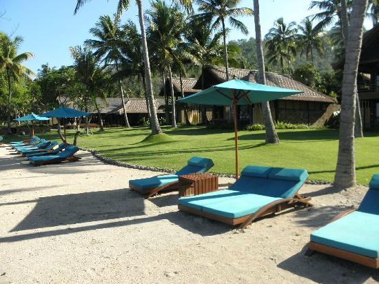 Jeeva Klui Resort: lounges overlooking the ocean