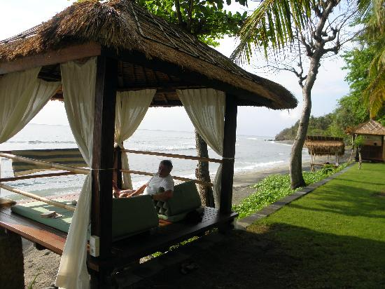 Jeeva Klui Resort: alang alang on the beach