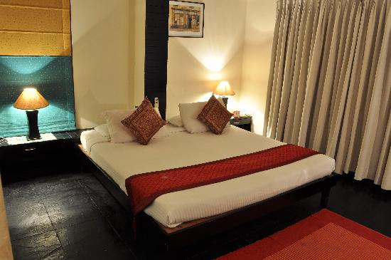 Sterling Suites - Langford Town: Double beds superior
