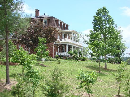 The Reynolds Mansion: Outside long view