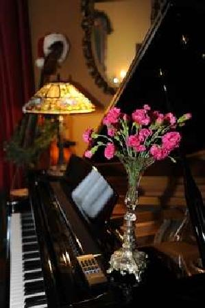 The Reynolds Mansion: piano