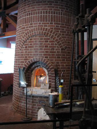 Sandwich Glass Museum: The glass blowing demonstration area