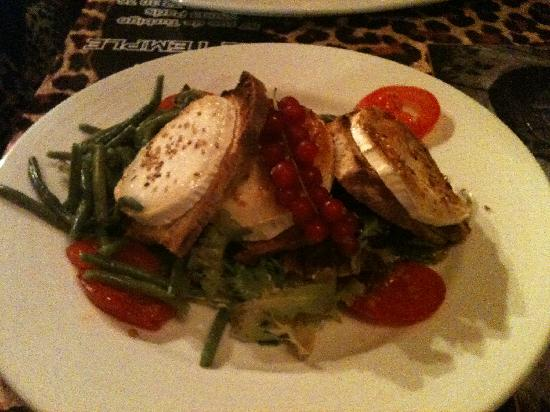 Le Temple: Melted goat cheese on toast with salad