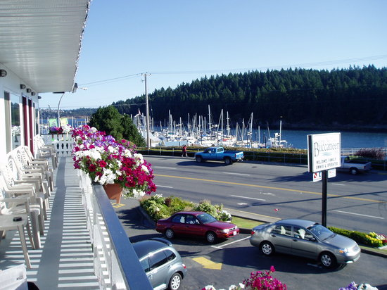 Buccaneer Inn: View towards Departure Bay and Newcastle Channel