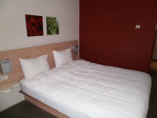 Manzil Hotel : Le lit