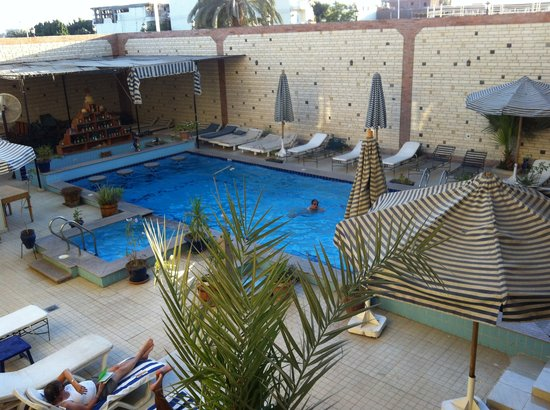 Nile Valley Hotel Restaurant : View of the pool from our balcony