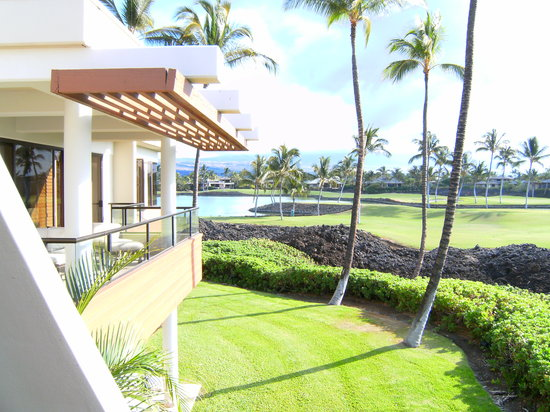 Mauna Lani Point: Overlooking the golf course