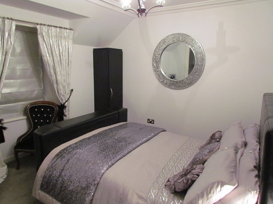 High Cliff Guest House: Lismore Room