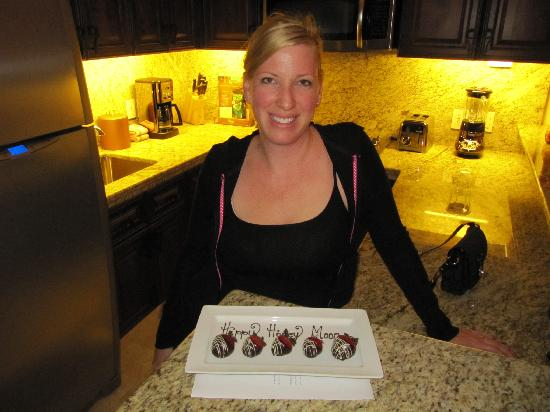 Grand Solmar Land's End Resort & Spa: Surprise chocolate dipped strawberries in our room