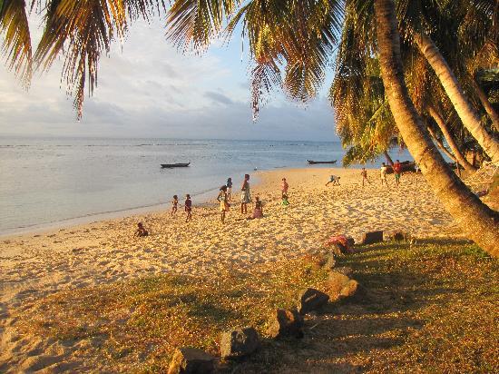 Hotel Eco-Lodge Ravoraha: coucher de soleil de la plage
