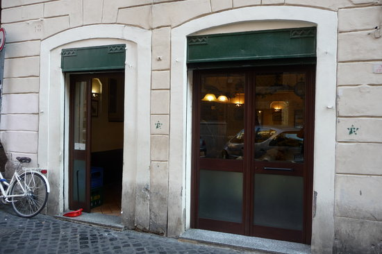 Da Tonino: No signs of a restaurant here. You must know.