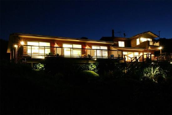 The Ridge Luxury Country Lodge: The Ridge at night