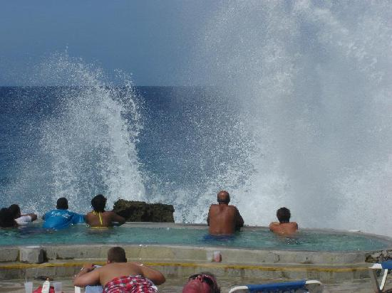 Casa Marina Beach & Reef: This is the awesome scene you get by the sea in the Jacuzzi's..worth seeing