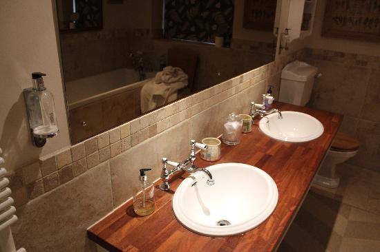 Magazine Wood: Unsightly, unusable bathroom gels