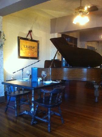 Cassadaga Hotel: Piano?