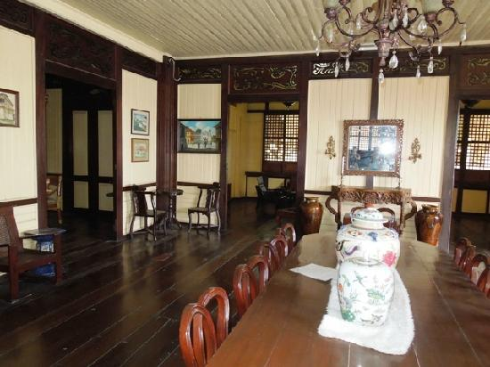 Manuel Roxas Ancestral House: Still have some of the original furnitures.