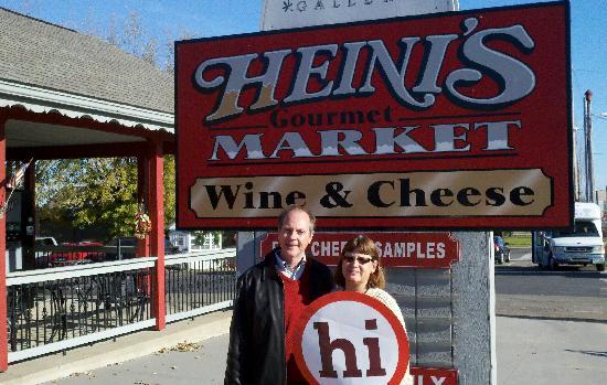 Garden Gate Get-A-Way Bed & Breakfast: Wine Tour stop at Heini's Gourmet Market