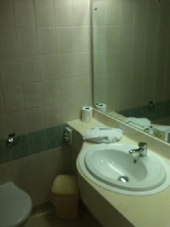 Best Western Ipswich Hotel: bathroom room 405