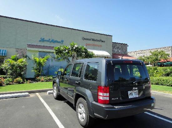 Waikoloa Beach Resort: 駐車場もガラガラ