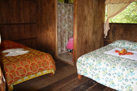 Amazon Flower Lodge Day Tours: Double beds
