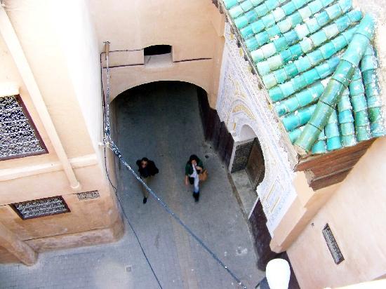 Riad Amazigh Meknes: Blick in die Gasse am Riad